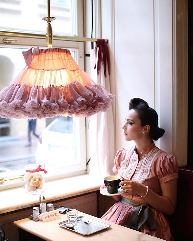 A cup of hot chocolate with @viennainsider on a rainy day ☔️ Dress @lenahoschek missing you