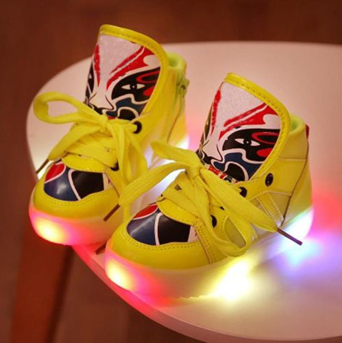 LED Kinderschuh in trendiger Farbe  Trittfunktion, diese LED Schuhe blinken mit jedem Schritt in drei verschiedenen Farben (grün, rot und blau)