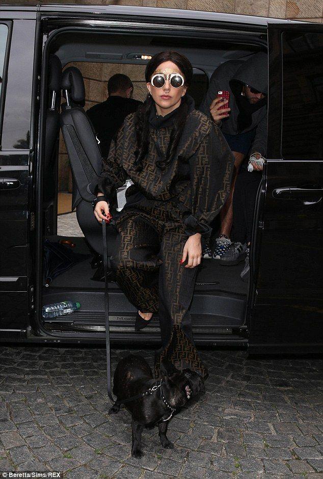 Lady Gaga mostra l'ultimo 'mostruoso' tatuaggio ⋆ GOSSIPp@ndo.it