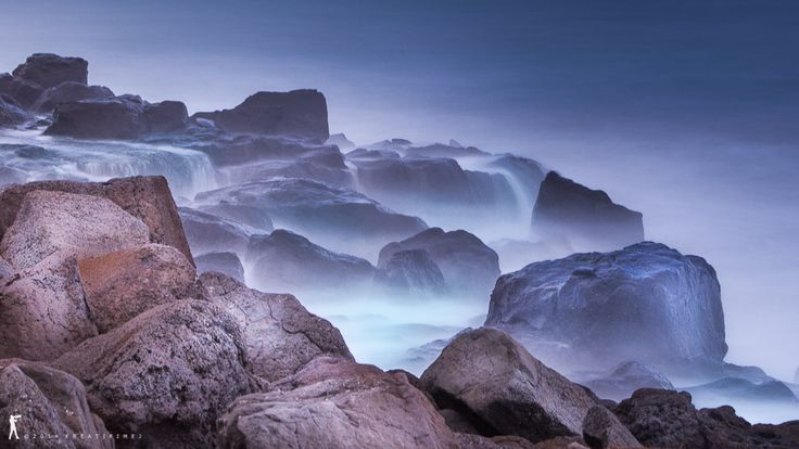 Waves on rocky shore by IGCreative Image on 500px
