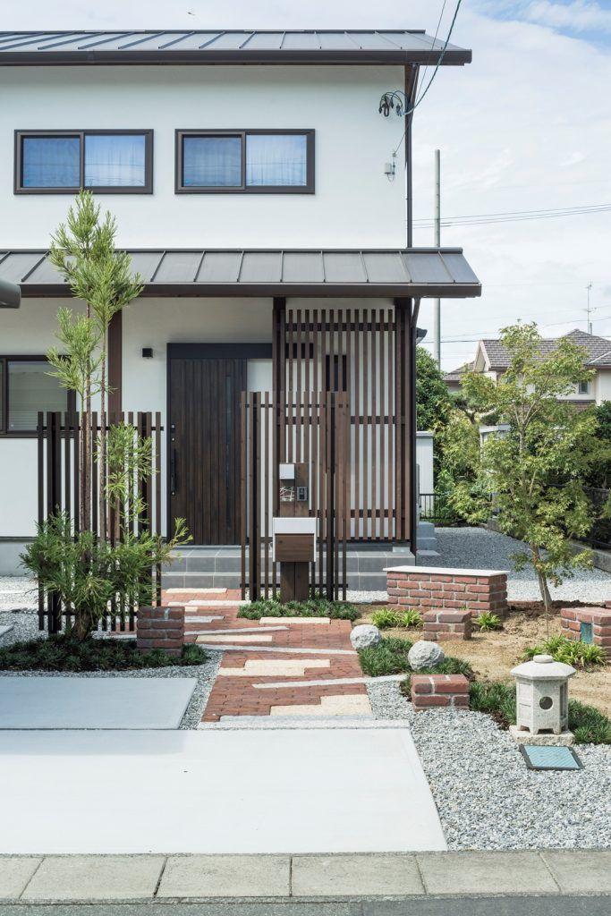 l字型の縁側に笑顔あふれる陽だまりの家 玄関アプローチ 玄関