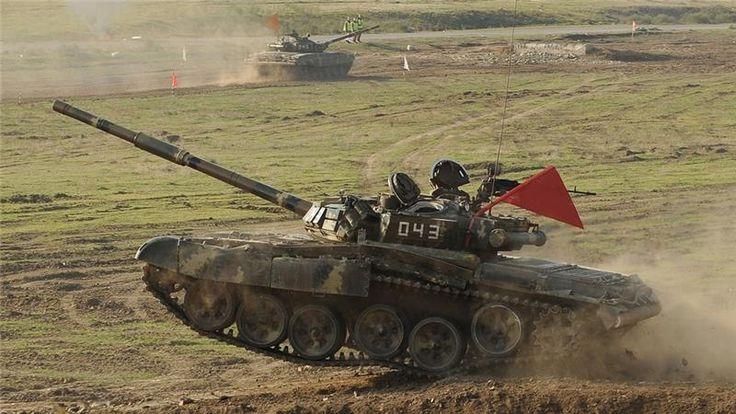 "KIBLAT.NET, Baku – Angkatan tempur Armenia dan Azerbaijan kembali bertempur di wilayah Nagorno-Karabakh yang disengketakan pemerintah kedua negara tersebut. Para pejabat kedua negara itu juga saling menebar tuduhan atas pertempuran yang ada. Sebuah helikopter tentara Azerbaijan pun ditembak jatuh oleh pasukan Armenia, yang menewaskan 12 tentara. ""Dua belas prajurit Azeri tewas pada saat helikopter di …"