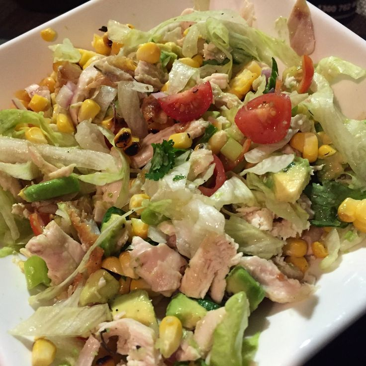 After a big weekend, I desperately needed this chicken and BBQ corn chopped salad! Roast chicken (shredded), corn barbecued in the husk with a little butter, iceberg lettuce, grape tomatoes, red onion, avocado, coriander, shallot, fresh lime juice and pepper #nutrition #choppedsalad #springtime #happytummy