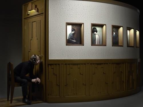 Erwin Olaf, The Keyhole, (2), 2011. Courtesy Flatland Gallery, Utrecht.