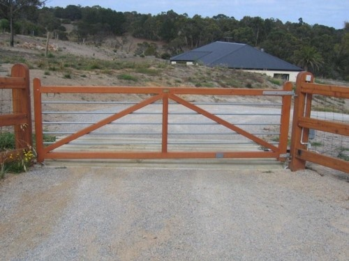 Automatic gates barns architecture and other stuff for Motorized gates for driveways