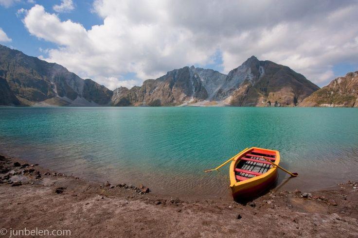 Mount Pinatubo Crater Lake || http://blog.junbelen.com/2010/06/16/trekking-mount-pinatubo-and-enjoying-sweet-zambales-mangoes/