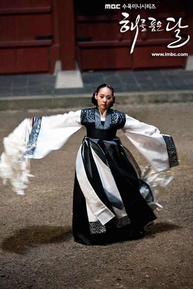 Jeon Mi-seon as Jang Nok Young - State female shaman of Seongsucheong, the top shaman of Joseon.