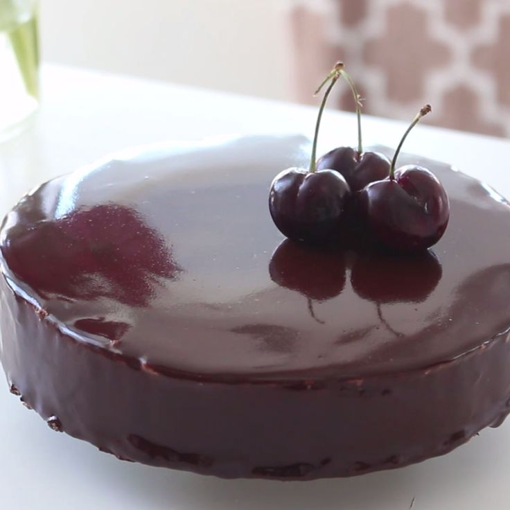 Mirror cakes have taken the internet by storm. A delicious chocolate cake with a reflective glaze