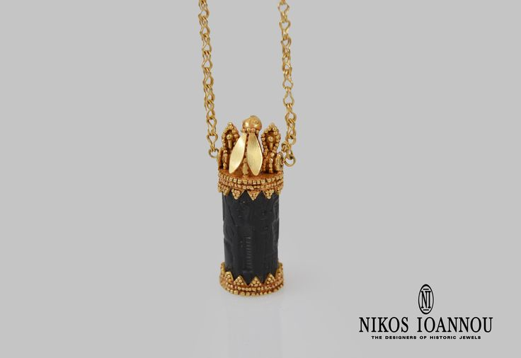 Reproduction of the gold pendant from the necklace found in the Sanctuary of Aphrodite.