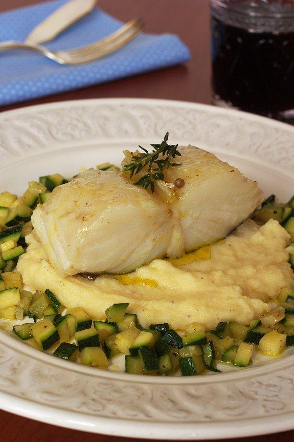 Cinco Quartos de Laranja: Bacalhau confitado com puré de batata e curgete salteada