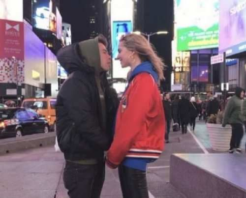 Attualià: #Fedez e #Chiara Ferragni a New York: il bacio da un milione di visual (link: http://ift.tt/2kzt4S8 )