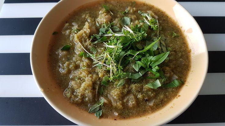 Day 4 - zupa ze Szreka (brokuł, cebyla, oregano, świeża bazylia, tymianek, chilli i kiełki