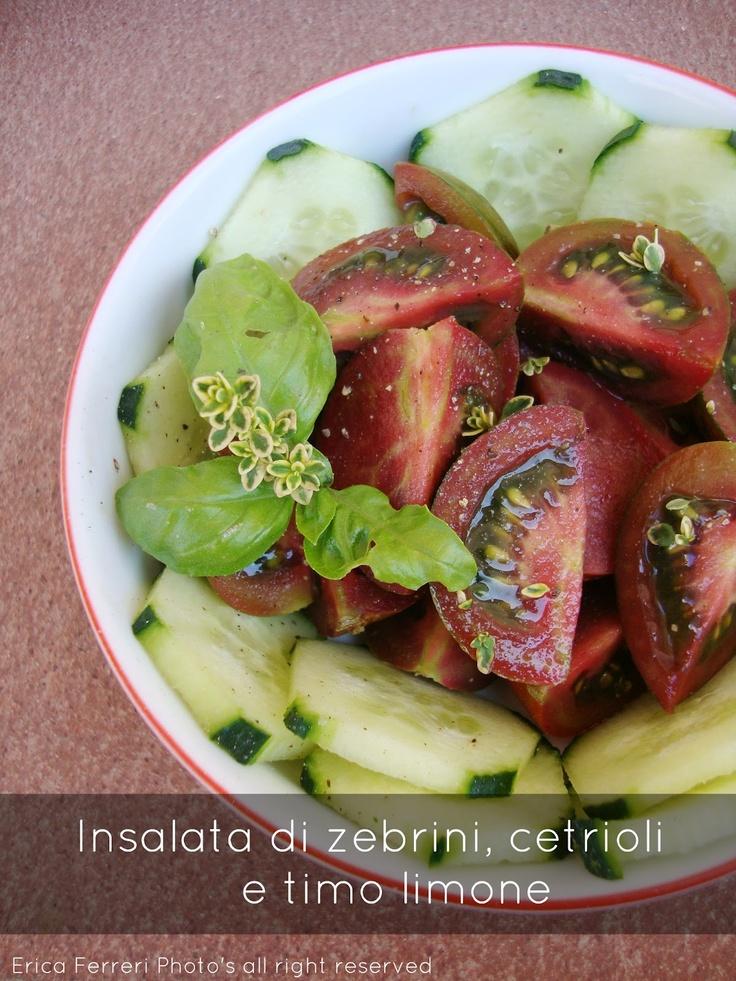 Insalata di pomodoro zebrino e cetriolo con timo limone