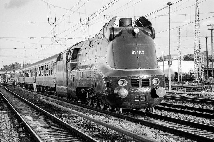 Stromlinienverkleidete Schnellzug Dampflok BR  01.10