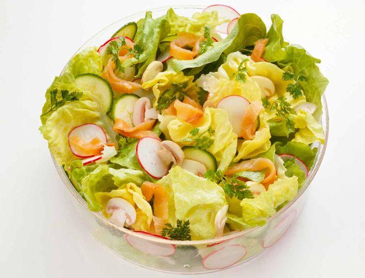 Saumon fumé en salade verte - Les recettes minceur de Valérie Orsoni - Femme Actuelle