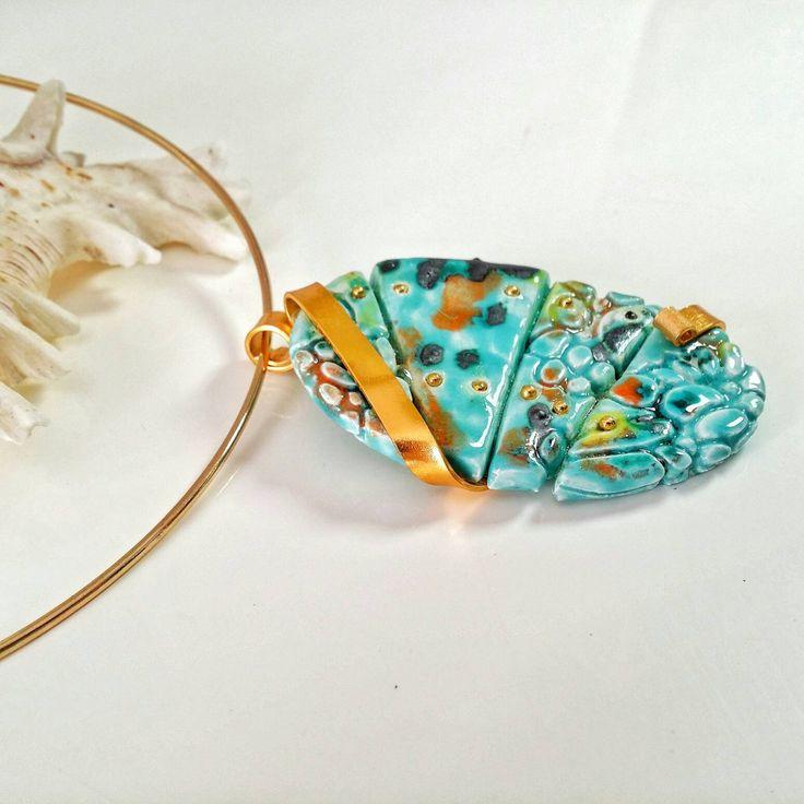 Collana con ciondolo in ceramica turchese con screziature vari colori