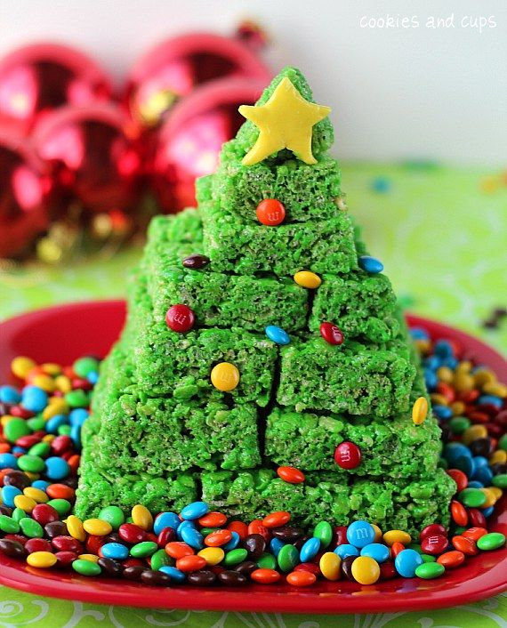 how cute and easy is this...rice krispie Christmas tree.