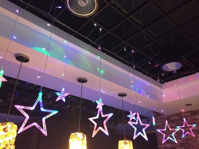 Aliexpress.com: Comprar Estrella LED cadena de luz dormitorio sala de estar del día de san valentín discoteca KTV decoración lámparas 2.5 m 138 leds 12 estrellas 110 V / 220 V de luz de curry fiable proveedores en LED Lights Mall