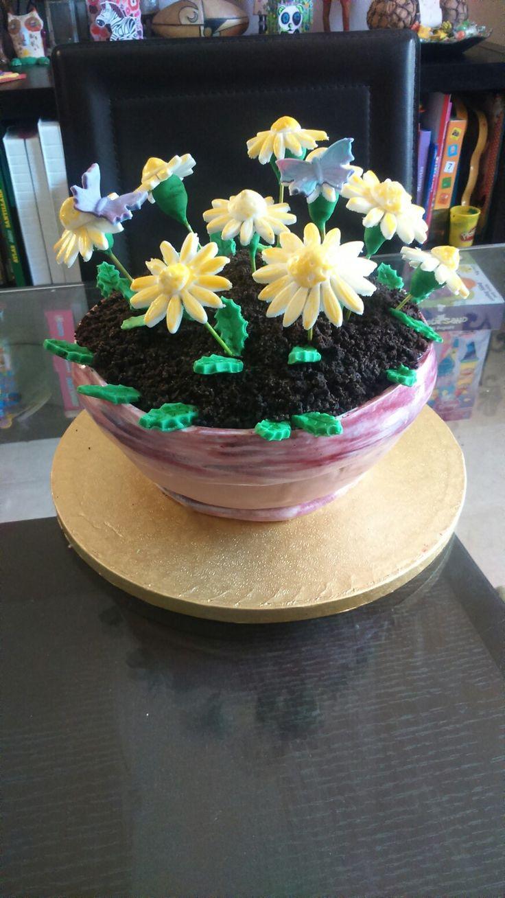 ¿Que mejor regalo para el día de la madre que una dulce tarta en forma de maceta?
