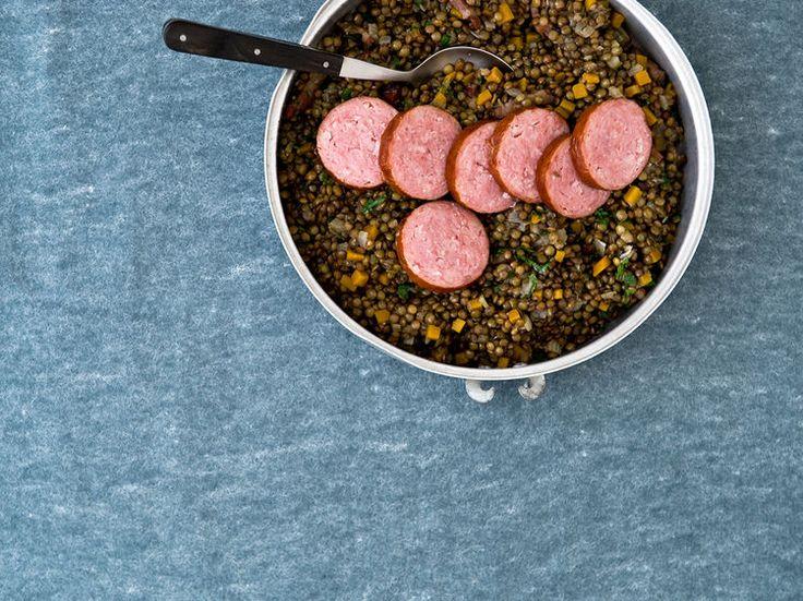 Avec les lectrices reporter de Femme Actuelle, découvrez les recettes de cuisine des internautes : Saucisses de Morteau aux lentilles