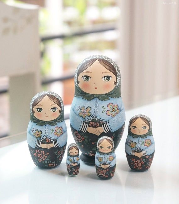 2 Set Delicate Wooden Eggs Russian Nesting Doll Matryoshka Home Decoration