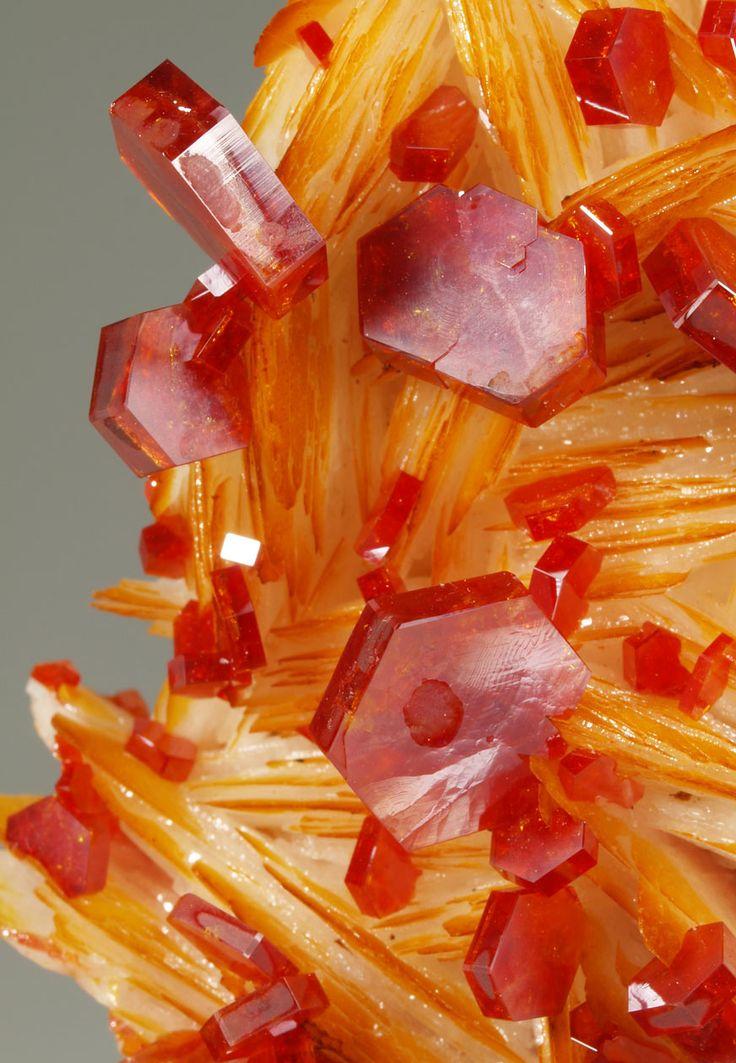 Rosell Minerales - vanadinite crystals on blades of barite
