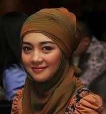 Gaya Hijab Nuri Maulida | Cantik Berbaju Muslim