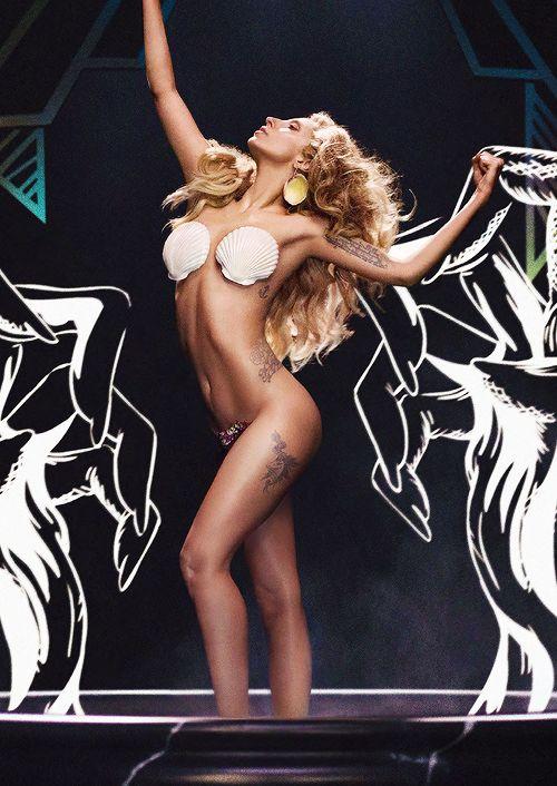 Lady Gaga wish I had her body!!!!