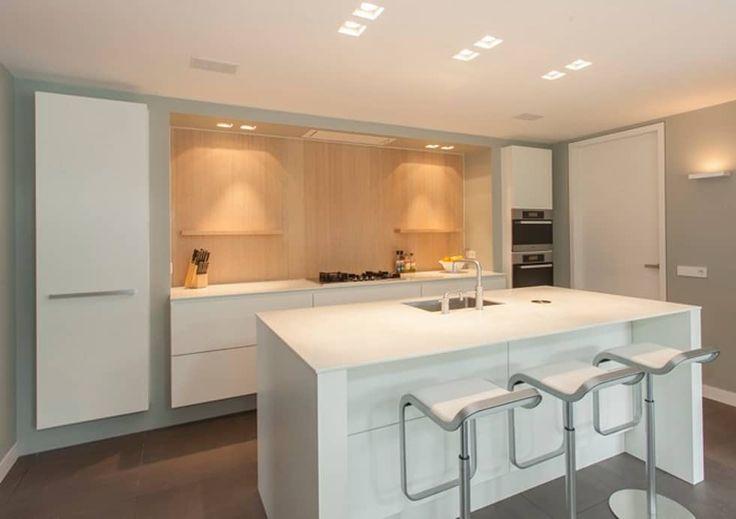 Modern hout in U vorm: moderne Keuken door Thijs van de Wouw keuken- en interieurbouw