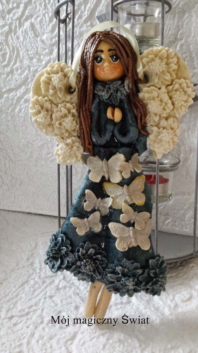 Mój magiczny Świat : anielina w granatowej sukience z motylami