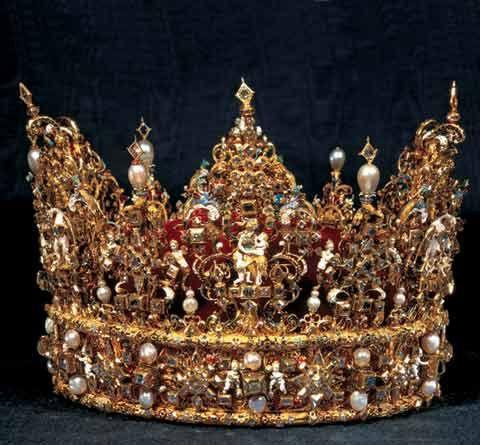 royal jewelry | Danish Royal Watchers: New Year royal court at Amalienborg ...