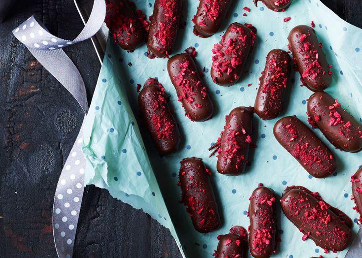 Opskrift på konfekt med hindbær og lakrids - se her