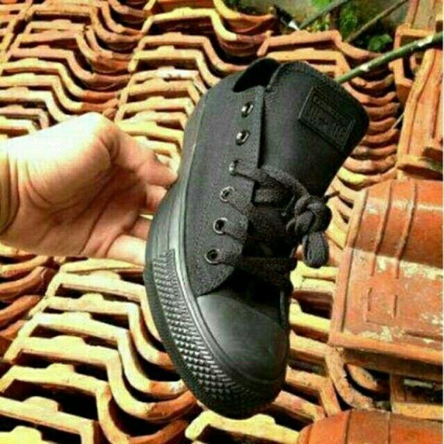 Saya menjual Converse Low Full Black seharga Rp155.000. Dapatkan produk ini hanya di Shopee! https://shopee.co.id/deventostore/6690800 #ShopeeID