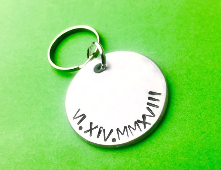 Anniversary gift for men – Roman Numerals Stamped Engraved – Keychain for him – Boyfriend gift idea for anniversary – Personalised keychain