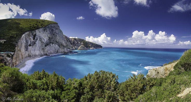 Κάπου ανάμεσα στις φυλλωσιές, βρήκα το γαλάζιο μου όνειρο να πλανάται στα σύννεφα... Πόρτο Κατσίκι #Λευκάδα