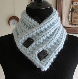 This is an easy cowl/neck warmer made with a simple Mock Rib pattern, two button holes and a super bulky yarn for fast knitting. It's a great quick gift for friends, family, or for yourself.