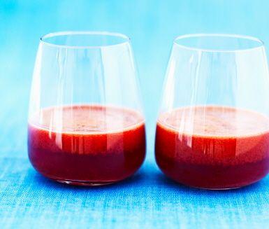 En lite fylligare juice som passar perfekt på hösten med plommon, chili och ingefära.