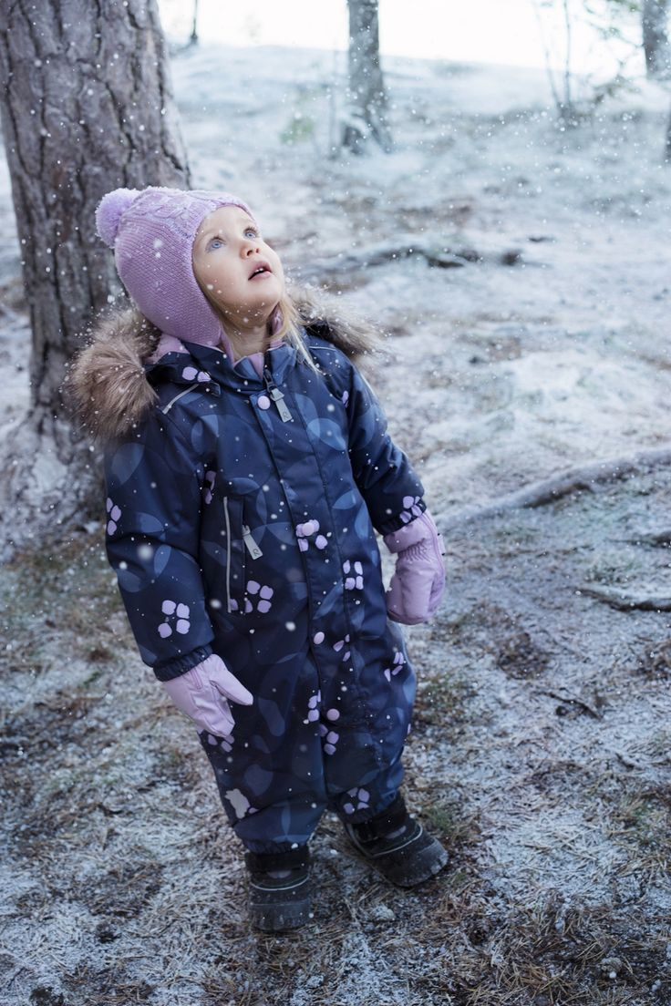 First snow is always amazing, especially when your kid is dressed up in Reima's clothes so she is ready to play with it right away.