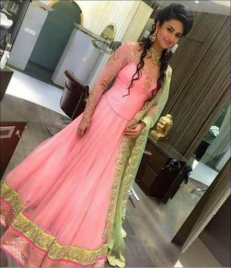 Divyanka Tripathi shares engagement pictures