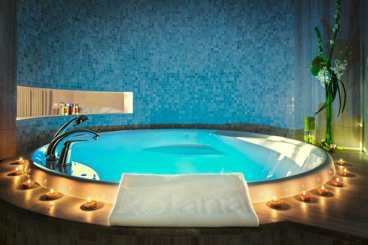 ART Rotana Classic Suite Bath Tub