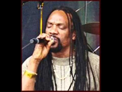 Glen Washington & Coxsone Dodd+Sound Dimension - I Am A Survivor.wmv