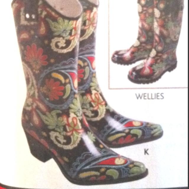 Rain cowboy boots!! What a genius idea     #farmlife #agchat #cowgirl