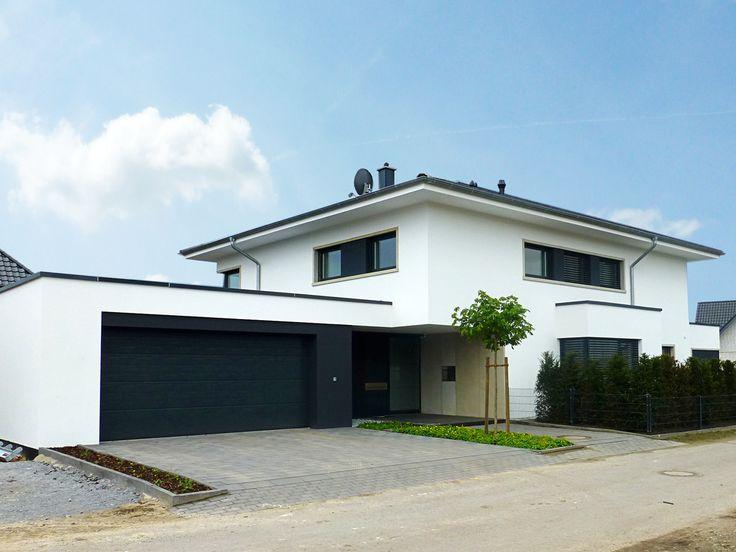 Einfamilienhaus in Rietberg, Stadtvilla, Bauhaus-Stil, Zeltdach, Putzfassade, St…