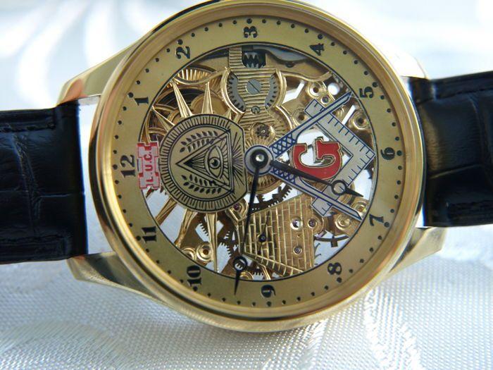 """1. Louis-Ulysse Chopard - maçonnieke skelet mannen horloge - tussen 1905 en 1910  Zwitserse horloge door Louis Ulysse Chopard. Dit horloge is omgetoverd van gouden zakhorloge geproduceerd in de Zwitserland in jaar 1905-1910.MECHANISME:-het mechanisme draaide op het mechanisme van skelet-na een herziening van de horlogemaker-clean op beweging in zeer goede staat-het unieke ontwerp en de unieke model van het mechanisme op 15 stenen-bedrijf handtekening: """"L. U.C.  onttronen""""-origineel gemaakt…"""