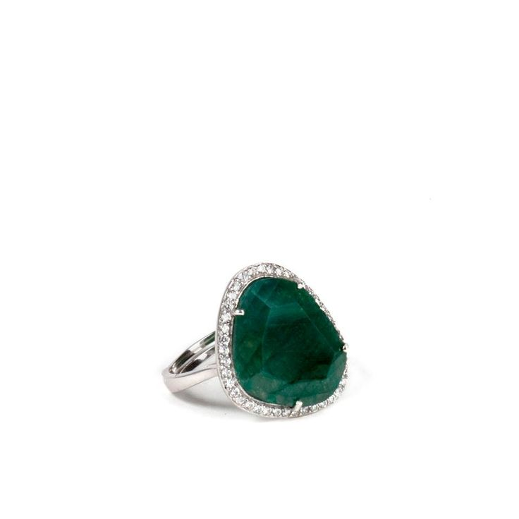 This magnificent green agate ring by #Ultimaedizione keeps all the essence of feminine #glamour. #madeinitaly #silver #jewel.