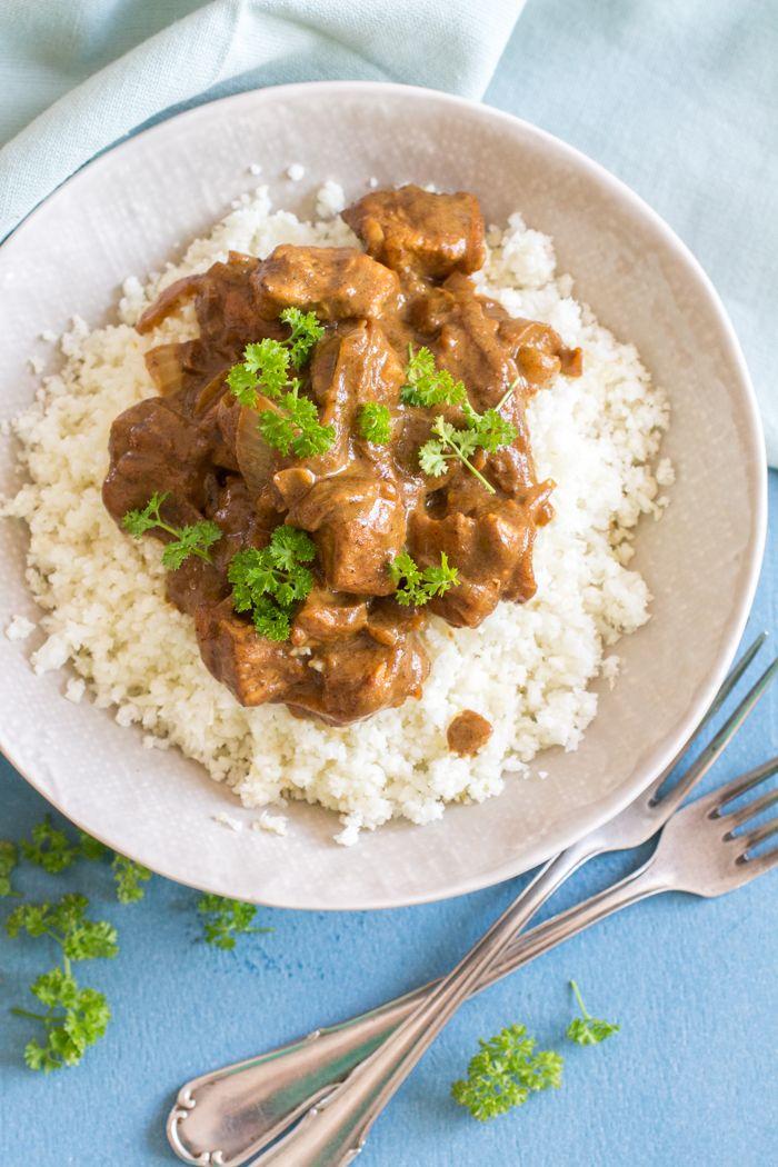 Wat had ik deze week ineens zin in een lekker kruidige curry zeg.. Gelukkig heb ik altijd een heleboel kruiden op voorraad: een volledige lade in de keuken en 1 boordje in een kast staan…