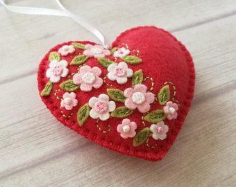 Rojo corazón ornamento, adorno de fieltro corazón, corazón de color rosa, decoraciones de la boda, decoración de San Valentín, boda, adorno de corazón Floral