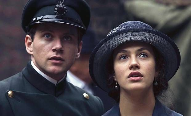 Allen Leech and Jessica Brown Findlay in Downton Abbey. Branson and Sybil were my favorite couple on that show <3