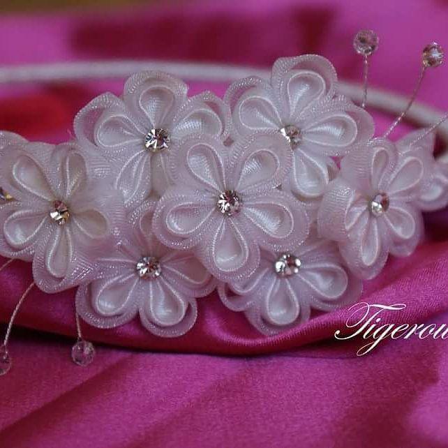 いいね!19件、コメント1件 ― Agnieszka Krawczykさん(@tigerowa_art)のInstagramアカウント: 「#kanzashi #handmade #art #diy #artist #hobby#hobbys #flowers…」