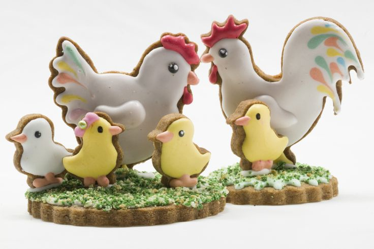 A cute chicken family. Buy these cutters at www.koek-it.nl